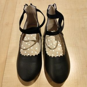 Girl's Cat and Jack leather shoes